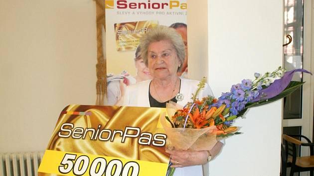 Sedmasedmdesátiletá Ludmila Šimrová z Domova pro seniory na Vančurově ulici ve Znojmě obdržela Senior pas s pořadovým číslem 50 000.