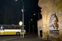 Podpořit hlasování pražských zastupitelů o setrvání Slovanské epopeje v Moravském Krumlově vyrazily z jihu Moravy tři autobusy.