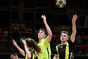 Extraligoví korfbalisté Znojma (ve žlutém) podlehli v sobotu Prostějovu 21:23.