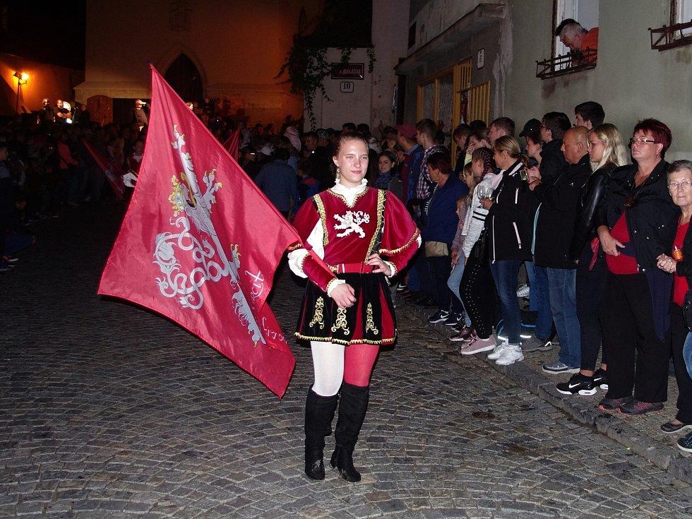 K vrcholům pátečního programu Znojemského historického vinobraní patřil průvod českého krále Jana Lucemburského a jeho choti královny Elišky Přemyslovny.