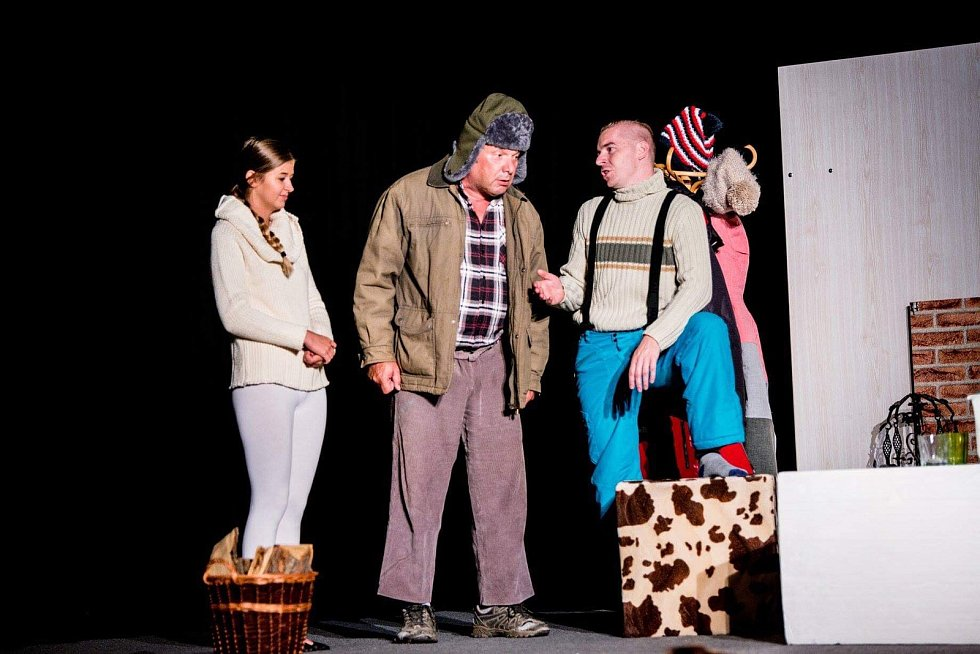 Marie Fasorová založila loňský rok v Hustopečích divadelní soubor Motýl. Nyní hraje a režíruje ve hře, kterou sama napsala.