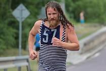 Obyvatelé Plenkovic v sobotu uspořádali již potřetí odlehčenou verzi triatlonu. Dohromady dvaatřicet závodníků plavalo 100 metrů, jelo dva kilometry na kole a běželo.