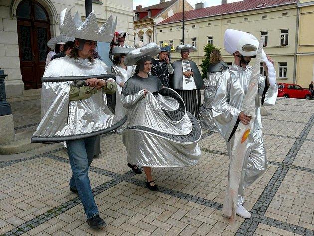 Kostýmy festivalové opery