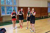 Stolní tenistky Moravského Krumlova a jejich B-tým postoupily v tichosti po roce zpět do extraligy žen.