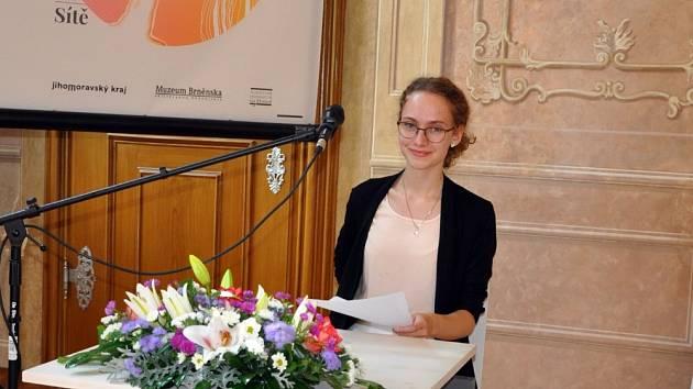 Studentka znojemského Gymnázia dr. Karla Polesného Valentýna Lipovská uspěla v literární soutěži Skrytá paměť Moravy.