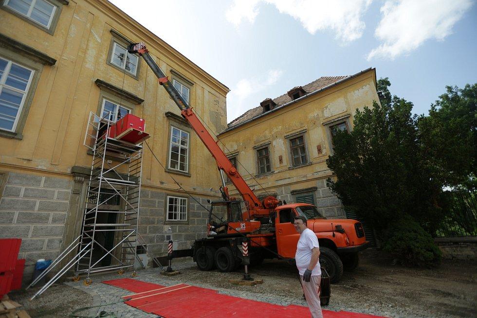Příjezd a transport pláten Slovanské Epopeje v Moravském Krumlově