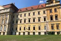 Část budov Louckého kláštera.