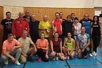 Pětadvacet sportovců zavítalo poslední listopadovou sobotu do Moravského Krumlova, kde se konal turnaj neregistrovaných stolních tenistů Garáž Cup. Zúčastnili se ho i dva handicapovaní.