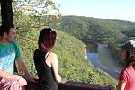 Jedna z romantických vyhlídek v Národním parku Podyjí, Králův stolec, láká v těchto dnech desítky lidí k procházce či vyjížďce kolmo do Podyjí.
