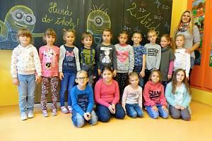 Žáci 1. třídy ze Základní školy v Želeticích s paní učitelkou Editou Matuškovou.