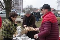 Šatovští nadšenci už po páté pořádali výroční trh. Přišly stovky lidí.