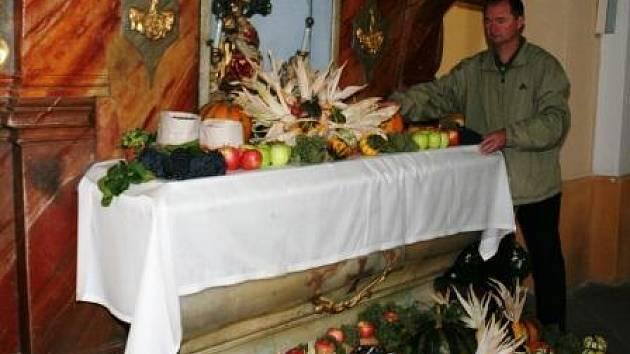 Vyzdobený kostel v Miroslavi