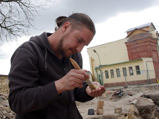 Archeolog David Humpola vede znojemské pracoviště Ústavu archeologické památkové péče.