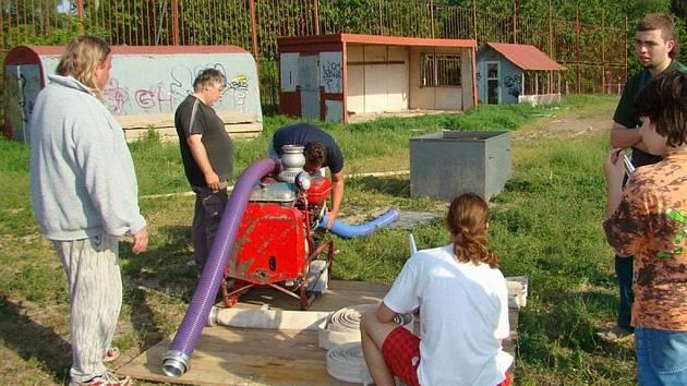 Dobrovolní hasiči z Dobšic u Znojma.