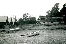 Fruta. Tak se jmenovala za totality podniková chata kdysi slavné znojemské konzervárenské firmy Fruta. Řemeslníci ji postavili v šedesátých letech minulého století v rekreační oblasti Bítov – Horka.