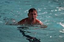 Znojemští florbalisté mají letos přípravu pestrou. Jednou týdně absolvují i plavání.