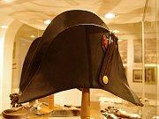 Výstavní sál v prvním patře znojemského hradu hostí výstavu k výročí 210 let od napoleonské bitvy u Znojma. Ukazuje mimo jiné dobové zbraně, uniformy a další jedinečné předměty.