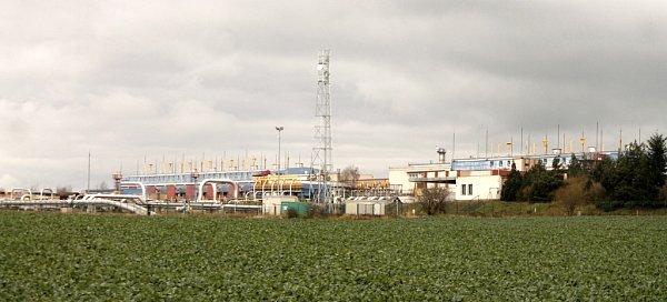 Zbývalé kompresní stanice uHostimi bude logistické centrum. Potrubí má do budoucna zmizet.