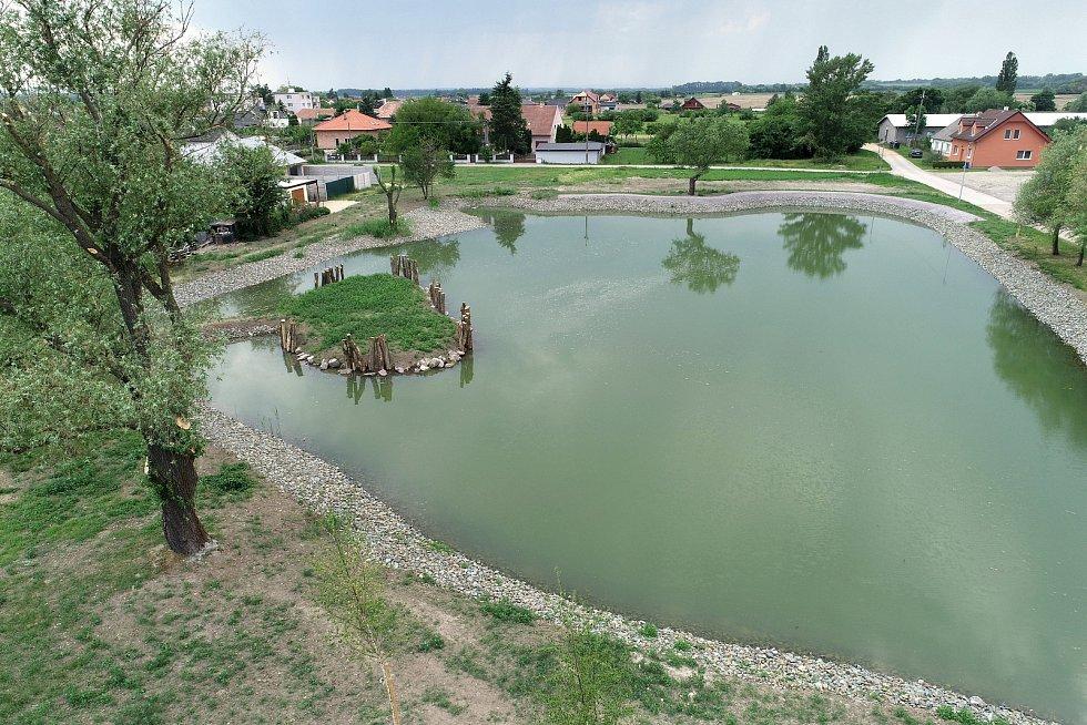Zajistí jim dostatek vody ve studních, v Hevlíně obnovují osm rybníků po předcích.