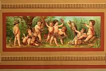 Hrušovanská radnice má zrestaurované další z maleb, na kterých se  počátkem 80. let 19. století v tehdejší soukromé vile podílel Alfons Mucha.