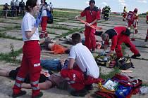 Mezinárodní cvičení Sanitka 2015 uspořádali ve středu ve Vratěníně tři české kraje a rakouská spolková země Dolní Rakousko. Záchranáři, hasiči a policisté cvičili součinnost při hromadné nehodě dvou dodávek a skupiny cyklistů.