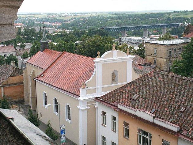 Kostel svaté Alžběty ve Znojmě prochází závěrečnou fází oprav.