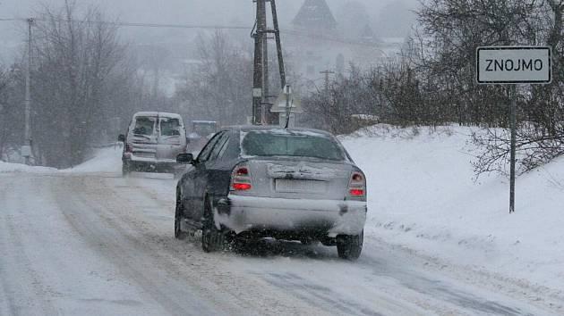 Další přívaly sněhu zkomplikovaly dopravu na Znojemsku v úterý 26. ledna