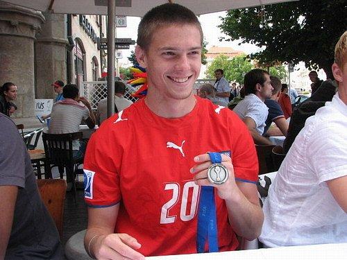 Tomáš Cihlář se stříbrnou medailí z mistrovství světa do 20 let z roku 2007.