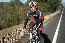 Nyní již bývalý cyklistický závodník Jan Fiala, který se nyní věnuje trenérství.