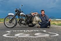 Milan Prustoměrský miluje historické motorky a cestování. Spojení obojího jej dovedlo až do Kanady a Spojených států.