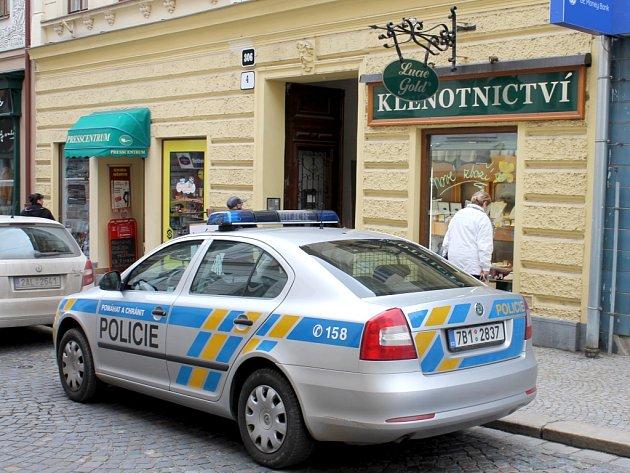 Vyloupené zlatnictví v Kovářské ulici ve Znojmě.