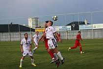 Fotbalisté Tasovic (v bílém) prohráli přípravné utkání na domácí půdě. Ve středu nestačili na Bohunice 2:3. Foto: František Šimík