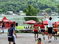 Uplynulý víkend přinesl vítěze první série volejbalových klání v rámci letošního Vranovského léta. S přehledem zvítězil tým KIA Znojmo.