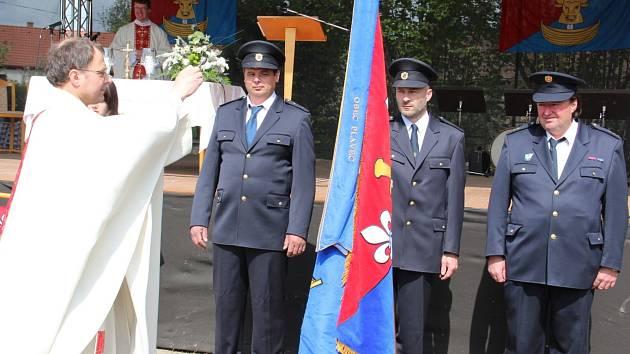 Slavnostní setkání rodáků a přátel, spojené s žehnáním obecní vlajky, měli první květnovou sobotu v Plavči.