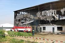 Sušička zeleniny lehla popelem - největší požár, u kterého zasahovali hasiči ze Šumné