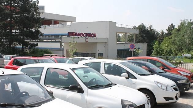 Zaparkovat ve Znojmě může být především pro řidiče z jiných obcí a měst poněkud problém.
