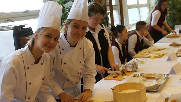 Studenti a učni z Přímětické ulice ve Znojmě opět po roce předvedli své dovednosti na Vánoční výstavě.