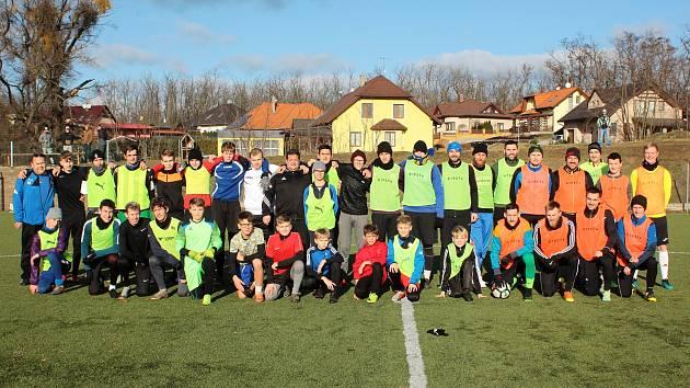 Fotbalisté TJ Cukrovar Hrušovany nad Jevišovkou hrají nyní III. třídu na Znojemsku. Za svůj úspěch na hřištích vděčí i jejich Facebooku.