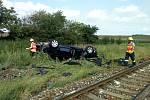 Nákladní vlak se srazil s osobním autem nedaleko Břežan.