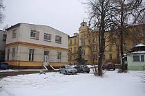 Areál znojemské staré nemocnice je po pět letech před klíčovým rozhodnutím o prodeji. Krajské zastupitelstvo rozhodne o nabídce soukromé firmy koncem února.
