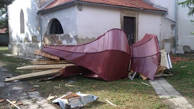 Bouře ničila vše, co jí přišlo do cesty. Obyvatelé Slupi se domnívají, že šlo o tornádo.