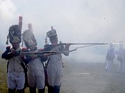 Dvě stovky aktérů převedly v Dobšicích bojovou ukázku k 209. výročí napoleonské bitvy u Znojma.
