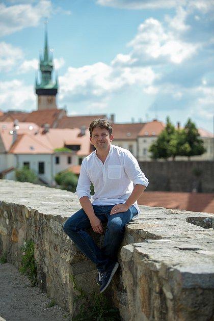 Historik Jiří Kacetl na znojemském hradě.