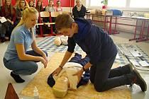 Tradiční den otevřených dveří pro žáky devátých tříd a jejich rodiče připravila znojemská zdravotnická škola. Nechybělo ani měření krevního tlaku nebo nácvik nepřímé masáže srdce a umělého dýchání.