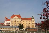 Premonstrátský klášter v Louce, založený koncem 12. století. Jedna zvýznamných románských památek na Moravě.
