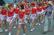 Dívky nastupují ke cvičení se skladbou Cirkus.