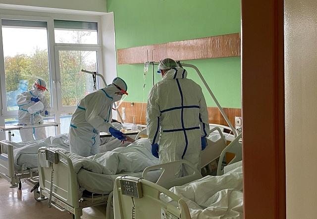 Zdravotníci a personál Nemocnice Znojmo bojuje scovidem smaximálním nasazením.