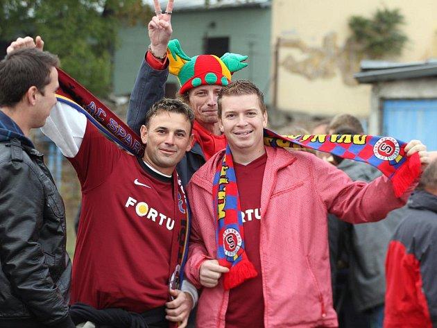 Fanoušci Sparty si pohárové utkání ve Znojmě užívali.