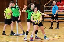 Znojemští korfbalisté (ve žlutém) čekají na soutěžní zápas téměř rok.