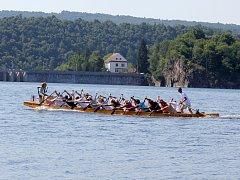 Dračí lodě na vranovské přehradě.